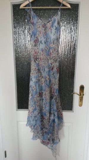 zart geblümtes Kleid aus Seidenchiffon