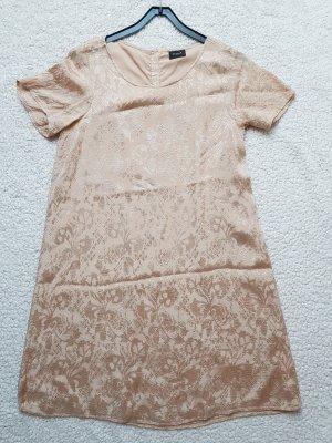 Zart schimmerndes Kleid