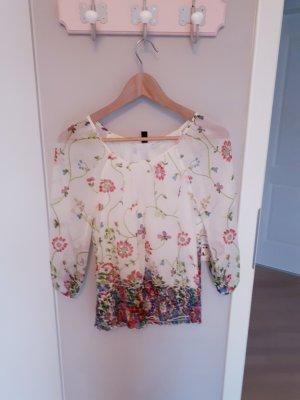 Zarte Bluse mit floralem Muster