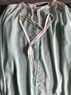 Zarte Bluse von Zara mit Schluppendesign