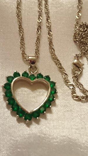 Zarte Halskette mit Herz Anhänger mit grüne Steine