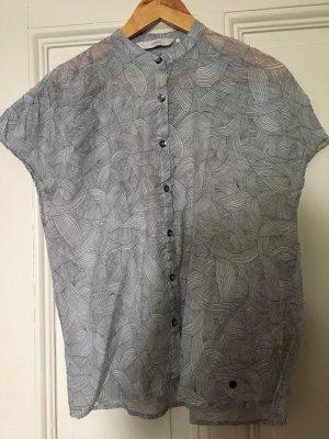 Zarte leichte grauweiße Bluse von Nümph