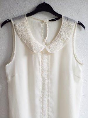 zarte weiße Bluse mit Stickereien
