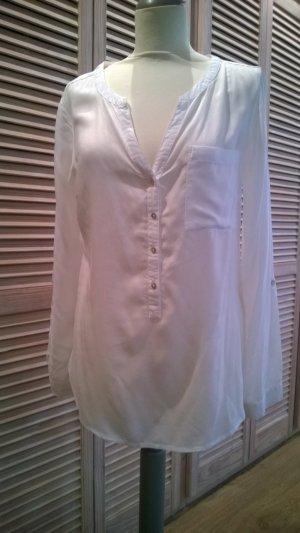 Zarte weiße klassische Bluse
