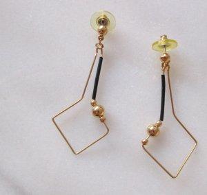 Boucle d'oreille incrustée de pierres noir-doré métal