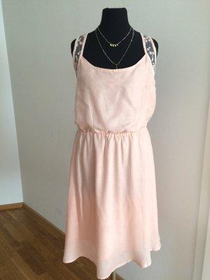 Zartes Kleid mit Rücken in Spitze