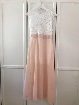 Zartes Kleid mit Spitze