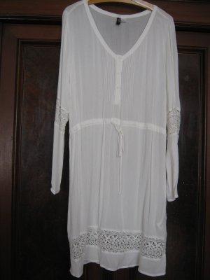 Zartes Kleid von H&M mit Spitzendetails Gr. 40