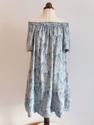 Zartes Off-Shoulder-Kleid mit Jacquardmuster