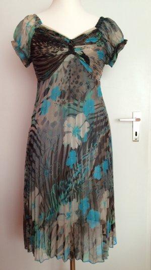 Zartes, sommerliches Kleid in sanften Grün-Beige-Tönen