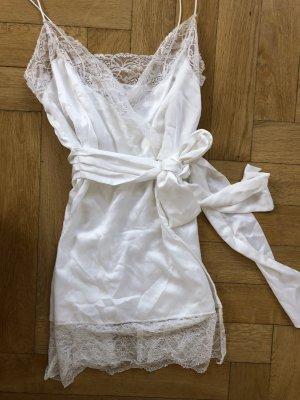 Zartes Spitzen Slip In Kleid