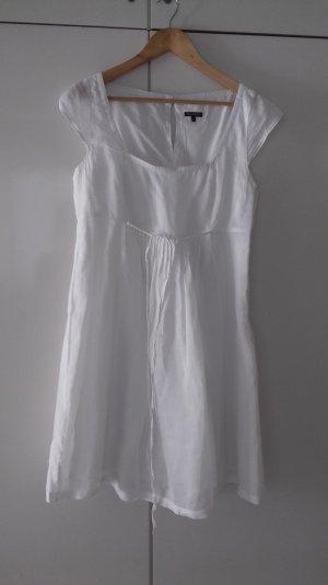 zartes weißes Sommerkleid