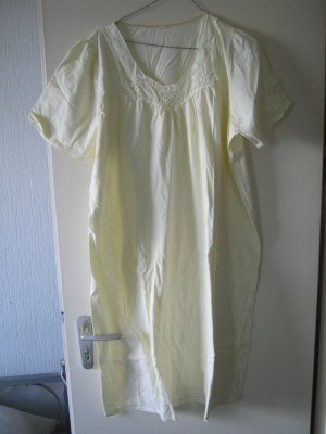 zartgelbes Nachthemd