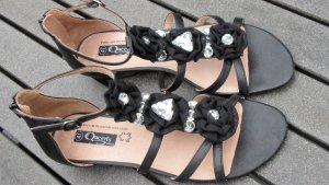 Zauberhafte Sandale mit Straßsteinen
