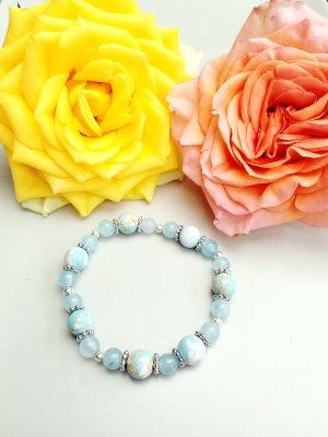 zauberhaftes Armband mit hellblauen Glasschliffperlen