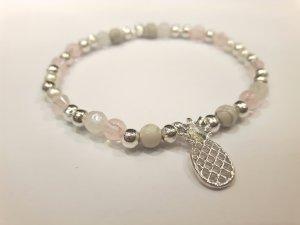 Zauberhaftes Armband mit silberfarbenen  Perlen und silberfarbener Ananas
