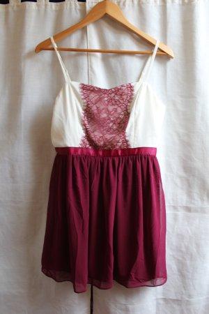 Zauberhaftes Kleid von Asos weinrot / weiß mit Spitze