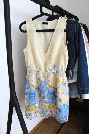Zauberhaftes Sommerkleid mit Blumenmuster