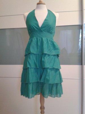 Zauberhaftes türkisfarbenes Volantkleid für den Sommer