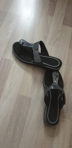 Sandalias de tacón con talón descubierto negro-color plata