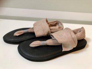 Sandalias de tacón con talón descubierto rosa