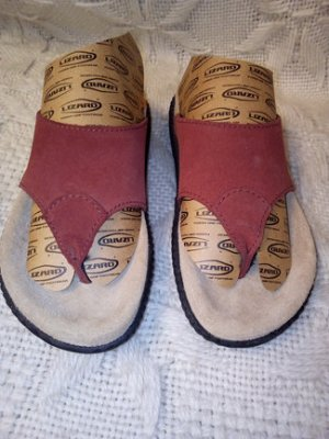 Toe-Post sandals black-carmine leather