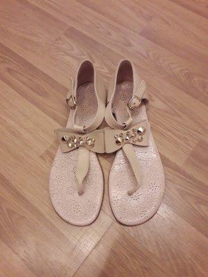 Sandalias con talón descubierto color plata-beige