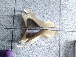 Sandalias de tacón de tiras crema-color oro Cuero