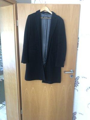 a7a6eef480e52e Zeitloser Mantel in schwarz von Marc Aurel kommt niemals aus der Mode