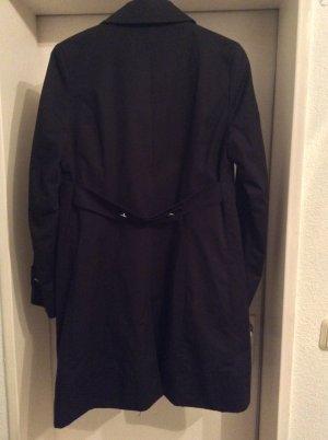 zeitloser Trenchcoat in schwarz