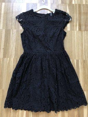Zeitloses schönes Kleid von H&M