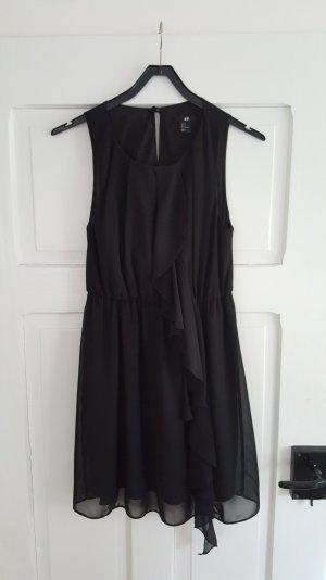 Zeitloses schwarzes Minikleid von H&M