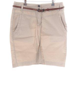 Zero High-Waist-Shorts cream casual look