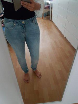 Zero Jeans