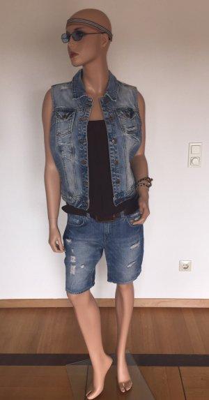 Zerrissene Shorts von H & M