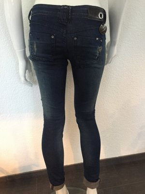 ZHRILL slim fit Jeans Gr. 26 NEU