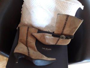 Ziegenlederstiefelette in einem beige Ton. Veloursleder.