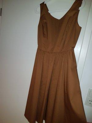 Zimt farbenes Kleid mit Seitentaschen von Hallhuber