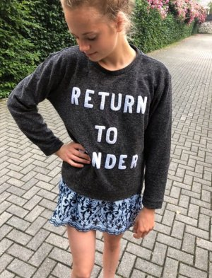 Zoe Karssen Crewneck Sweater taupe embroidered lettering casual look
