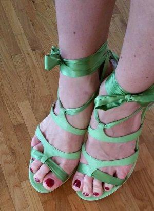 zuckersüsse Sandalette zum Binden
