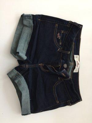 Zur Hotpants umgenähte Jeans von Hollister!