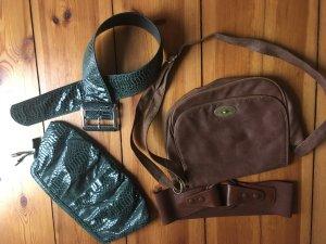 Zwei Damen Handtaschen und zwei Taillengürtel im Set für 15€!