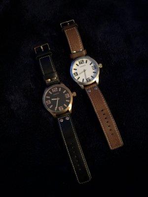 Zwei große oozoo Uhren