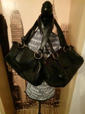 Zwei Handtaschen für einen Preis