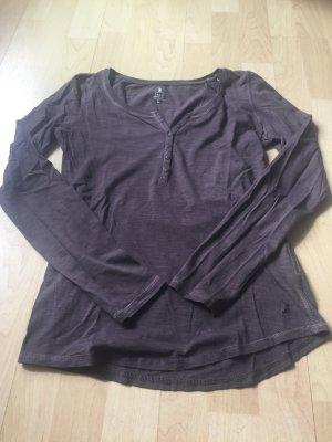 Zwei Langarm- Shirts