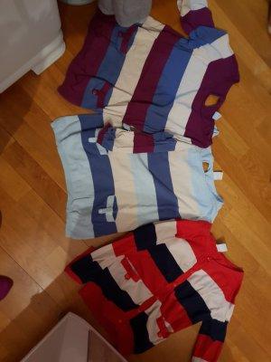 zwei leichte Pullover eine Strickjacke