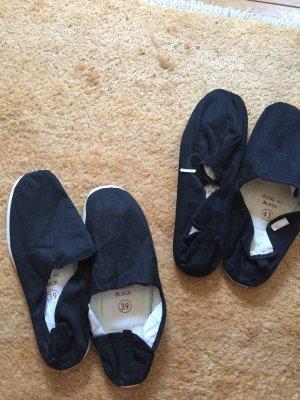 Zwei Paar Espandrilles Schuhe