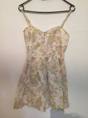 Zwei schöne Sommer Kleider