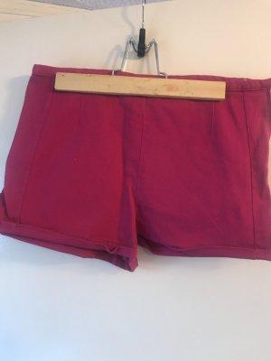 Zwei Shorts 36