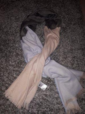 Zwei verschiedene Schals